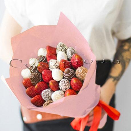 Букет Клубничная мечта микс M • Купить цветы Тольятти