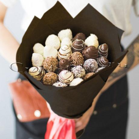 Букет Клубничная мечта в шоколаде M • Купить цветы Тольятти