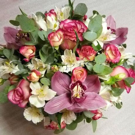 Композиция Благодать, композиция Благодать, альстромерия, орхидея, роза, роза кустовая, эвкалипт, ваза, оазис.